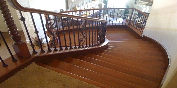 Superior Custom Crafted Stair, A Curved Or Circular Stair Conforms To A Curved Wall  Or Can Be Free Standing.